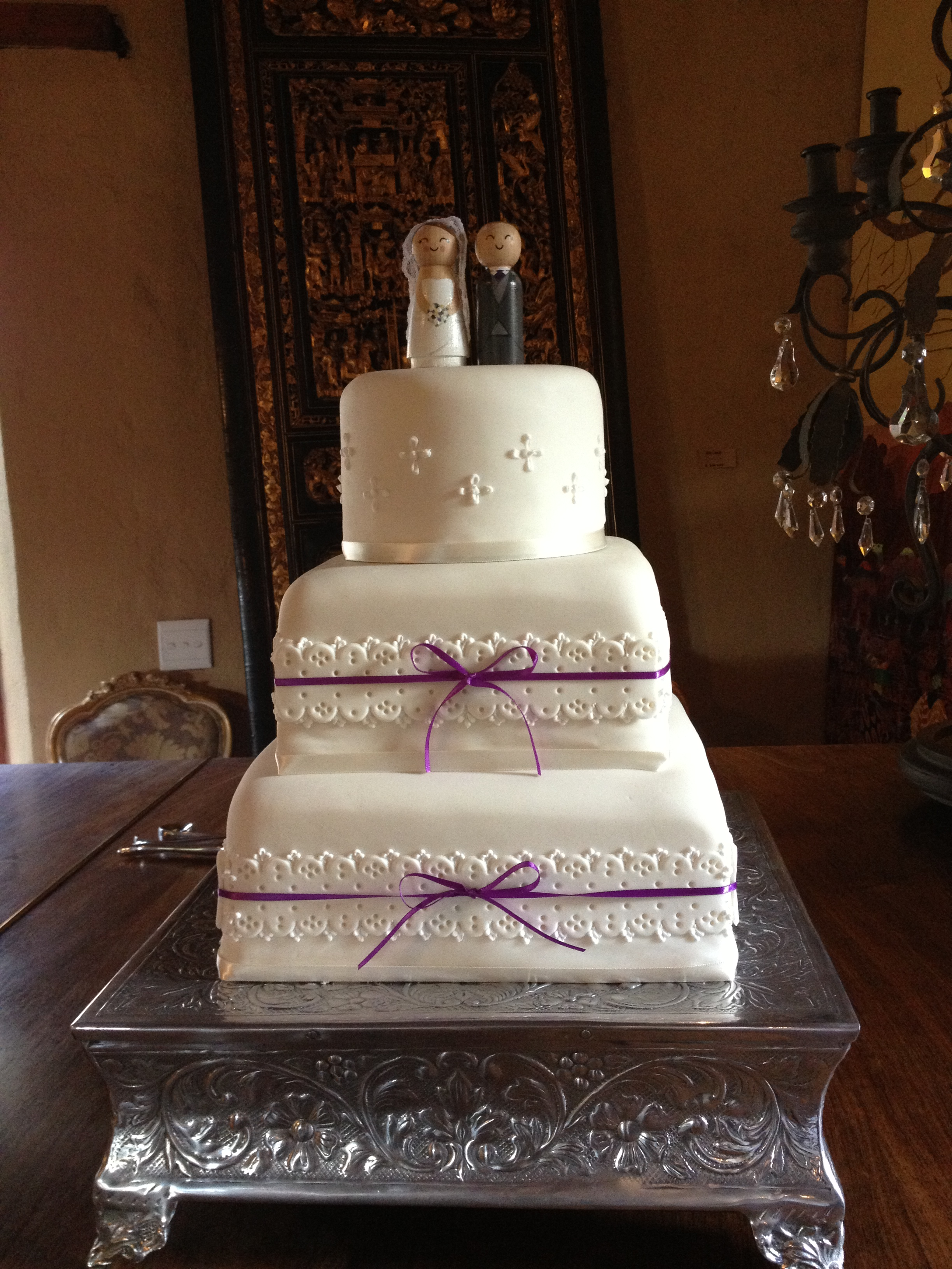 Simple Traditional White Wedding Cake Viewing Gallery